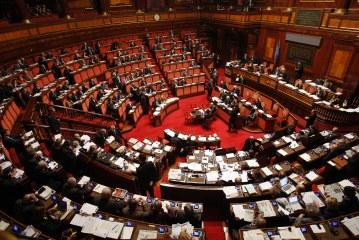 Per 48% italiani Governo deve difendere industrie