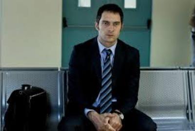 """Intervista a Claudio Santamaria, protagonista del film più discusso del momento, """"Il venditore di medicine"""""""