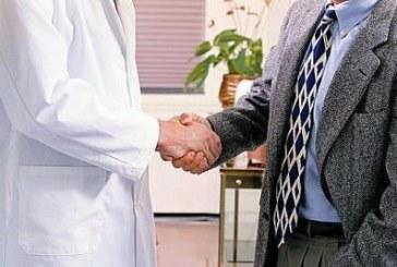 Evitare le strette di mano negli ospedali per ridurre le infezioni