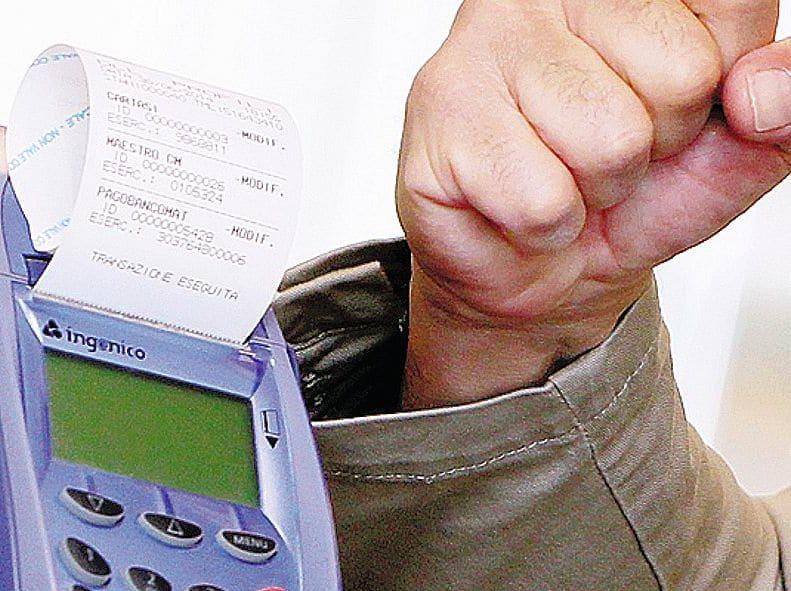 Bancomat obbligatorio, l'onere per un professionista può arrivare a 180 euro all'anno