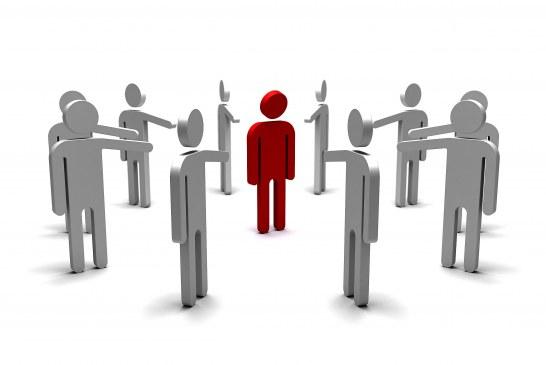 Mobbing, dequalificazione e altri danni: come può difendersi il lavoratore