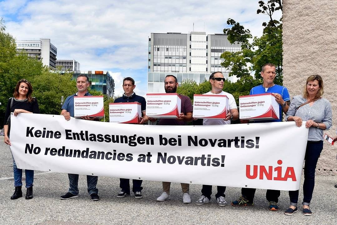Basilea: protesta anti-Novartis. Prevede di cancellare 500 posti di lavoro