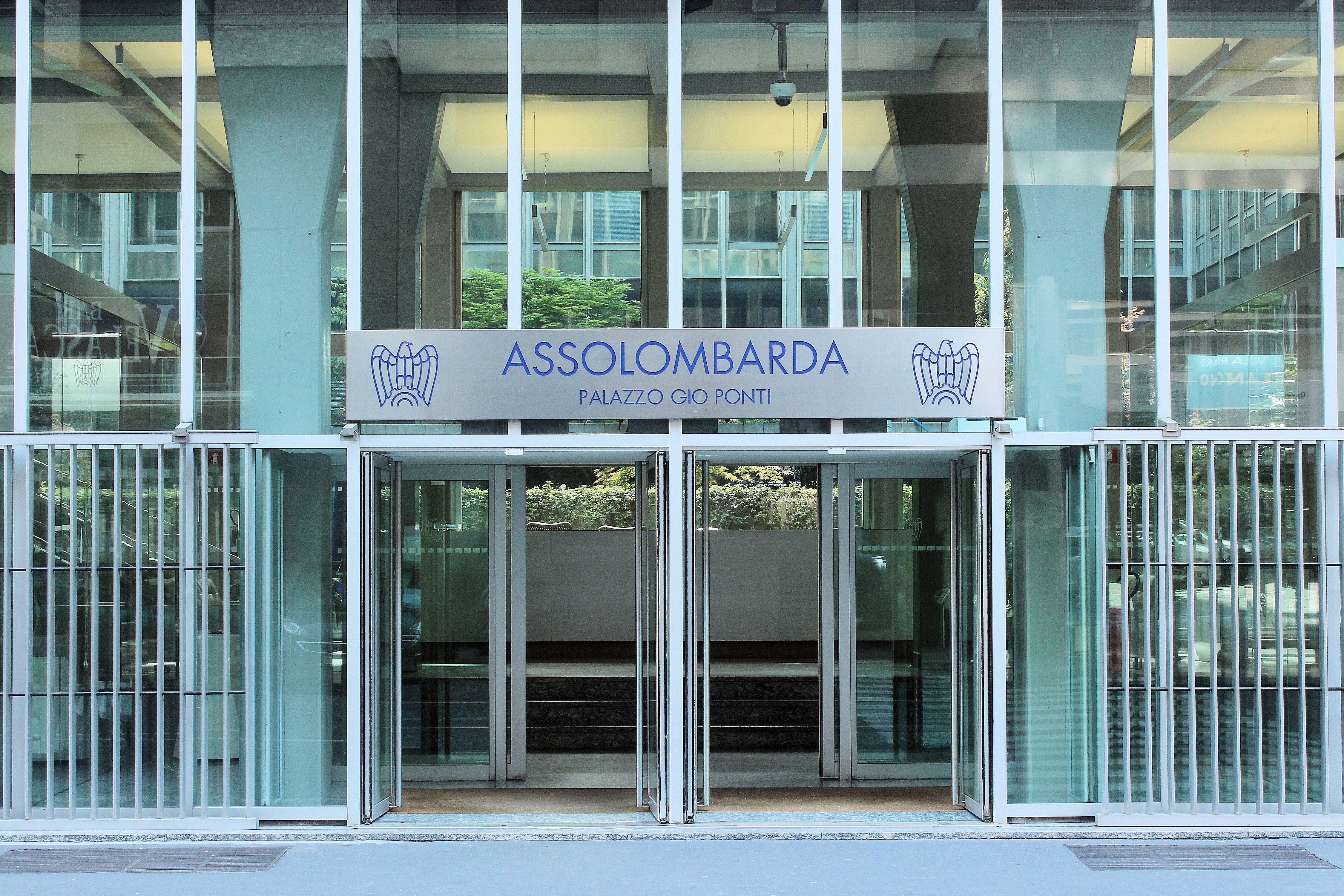Esuberi all'Alfasigma, presidio a Milano