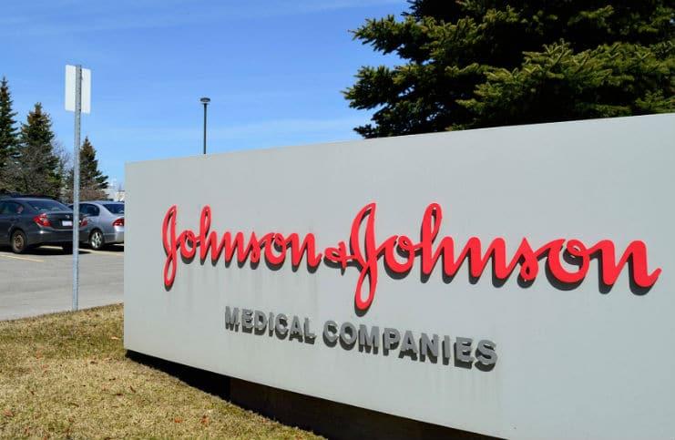 """Reuters. Johnson & Johnson dal 1971 sapeva della presenza di amianto nel talco. J&J: """"falso e provocatorio"""""""
