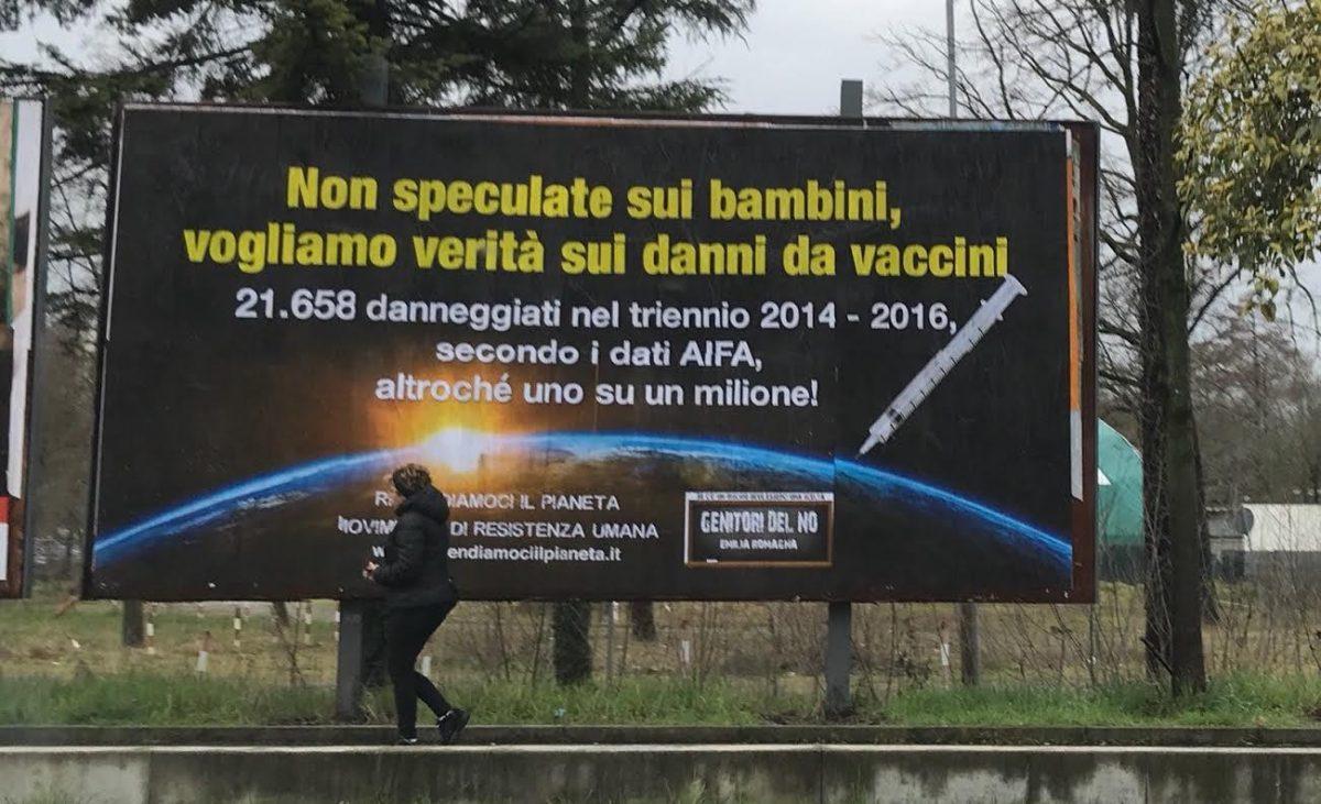 Prima condanna per fake news, campagna no vax scambiava segnalazioni sospette per vittime dei vaccini