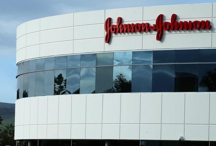 """Talco cancerogeno, nuova condanna in Usa per Johnson & Johnson. J&J: """"Il nostro prodotto è sicuro"""""""