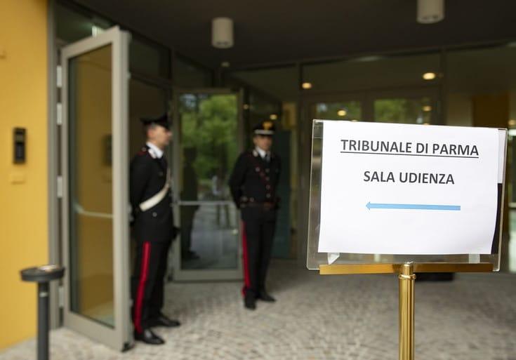 Scandalo Parma. Prof. Fanelli e altri nove rinviati a giudizio per abuso d'ufficio. Concorsi truccati. N.d.R.