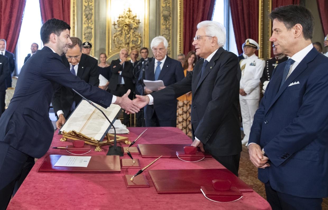 Roberto Speranza, non medico, è il nuovo ministro della Salute. La Catalfo al lavoro