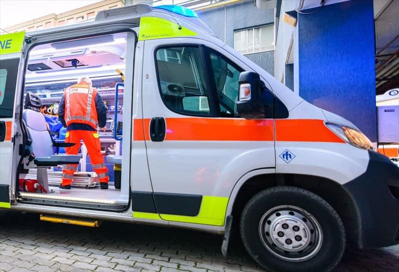 Assalto all'ambulanza per rubare farmaci