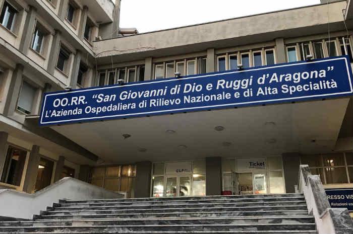 Salerno. Ospedale Universitario: divieto accesso visitatori